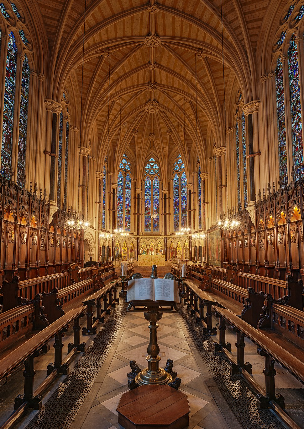 Exeter College Chapel & Lectern, Oxford - Diliff