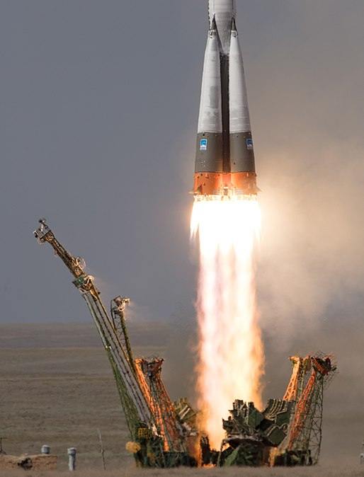 Expedition 56 Launch (NHQ201806060006).jpg