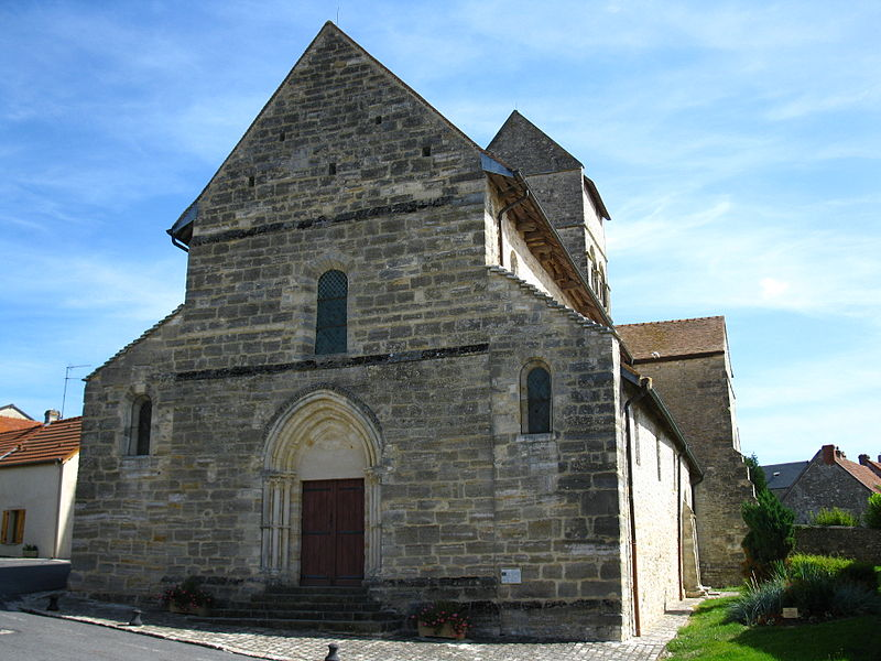 West side of the Saint-Laurent church, in Ville-en-Tardenois (France, 51)
