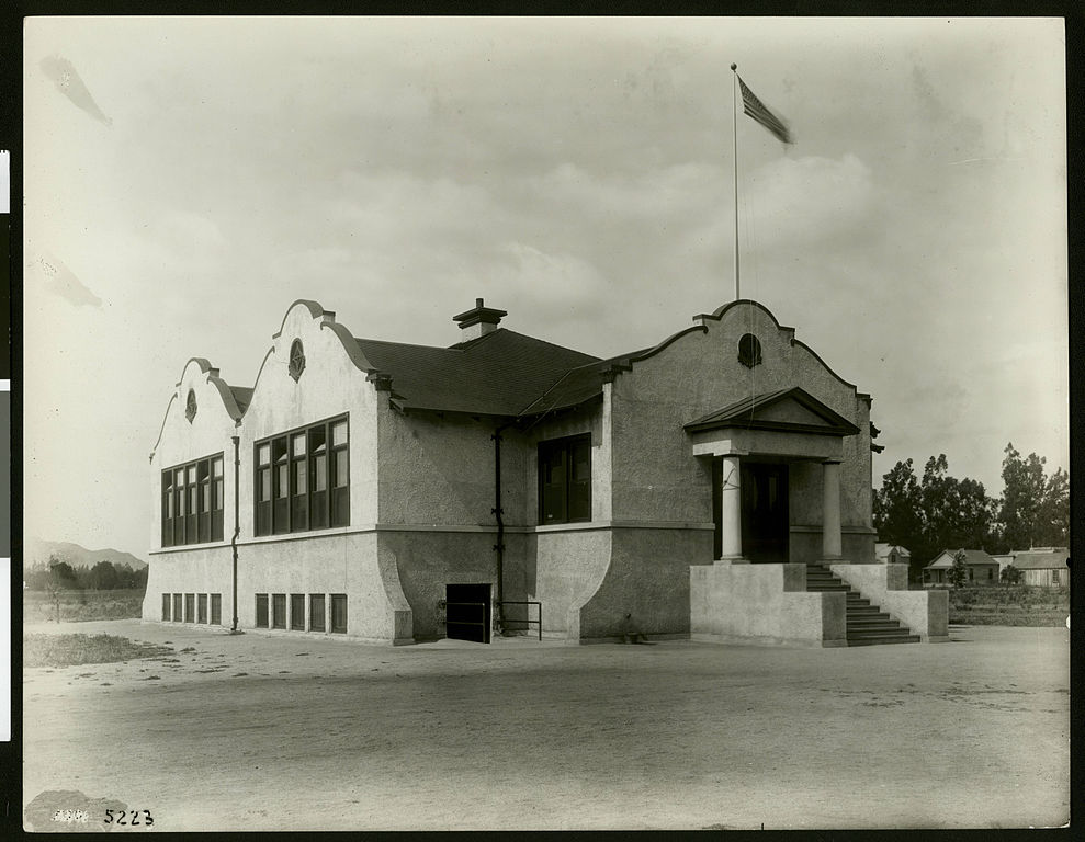File Exterior View Of The Arlington School In Riverside Ca 1910 Chs 5223 Jpg Wikimedia Commons