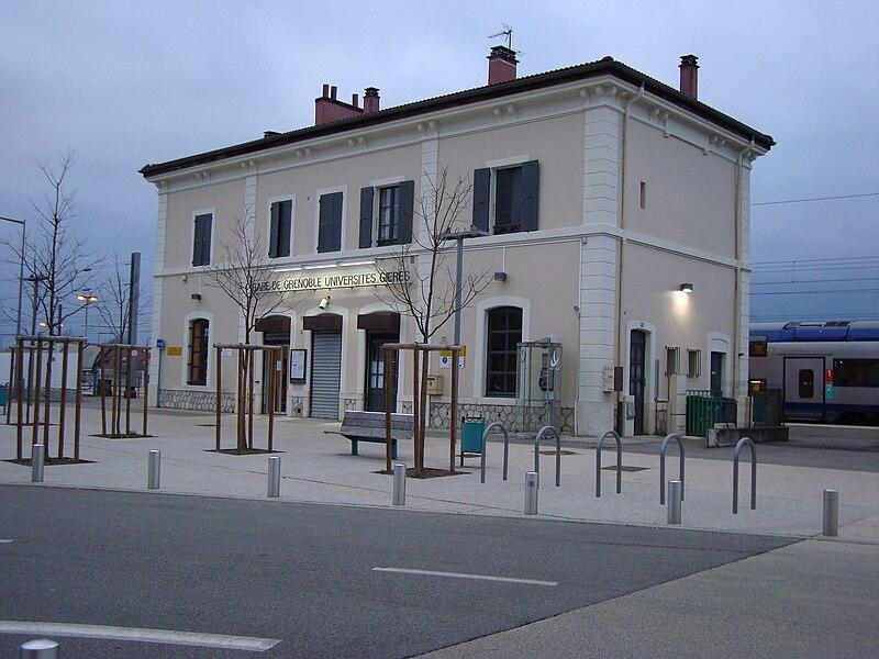 800px-Fa%C3%A7ade_-_Gare_de_Grenoble-Universit%C3%A9s-Gi%C3%A8res.jpg