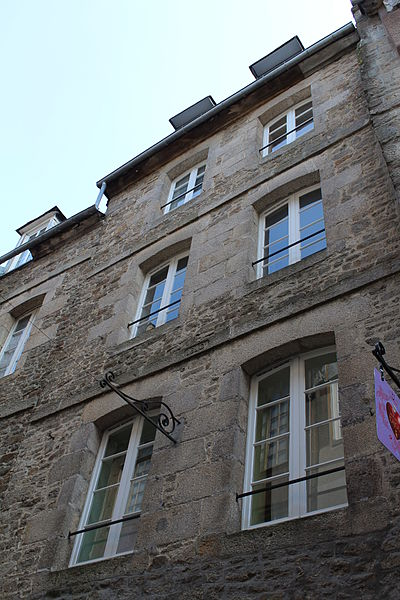 File:Facade donnant sur la rue de la Mittrie.JPG Исторические памятники Динана, достопримечательности Динана, фотографии Динана