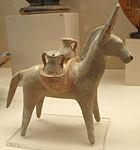 Figurina di asino con vasellame, da tomba a Macri langoni T109 (32), 500 ac ca..JPG