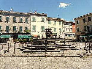 La Fontana di Cosimo III de' Medici in Piazza Medicea a Fivizzano.
