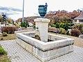 Fontaine à l'entrée nord du village.jpg