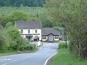 Fountain pub and crossing - geograph.org.uk - 216697.jpg