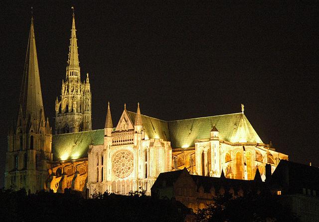 Najlepše katedrale sveta - Page 2 640px-France_Eure_et_Loir_Chartres_Cathedrale_nuit_02
