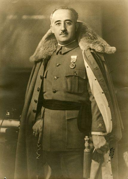 Franco con capote de invierno, 1930.