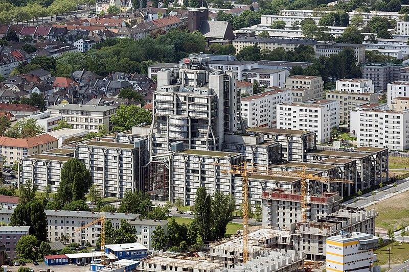 Datei:Frankfurt Am Main-Hauptverwaltung Deutsche Bahn AG-Ansicht vom Messeturm-20130525.jpg