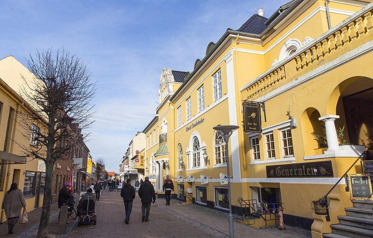 Bøjle. film drecksau aufspießen agnete kirk thinggaard oldenburg in holstein rathaus DKK49.00.
