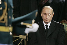 Vladimir putin wikipdia a enciclopdia livre putin durante o funeral de bris iltsin fandeluxe Image collections