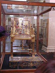 trono rivestito in oro. Museo egizio del Cairo.