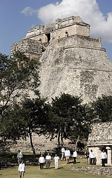 GWBush at Pyramid of the Magician, Uxmal, Mexico - 2007March13.jpg