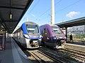 Gare de Lyon-Perrache - Deux trains à quai (mars 2019).jpg