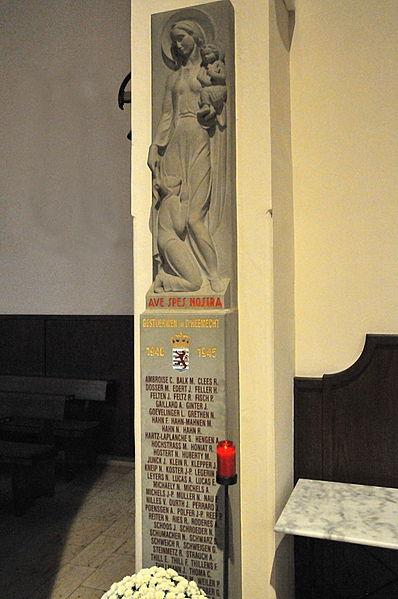 Krichsaffer-Monument an der Péitenger Kierch.