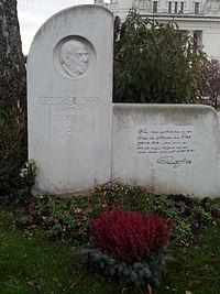 Grab von Robert Stolz auf dem Wiener Zentralfriedhof, Gruppe 32 C, Nummer 24 (Dez. 2014).jpg