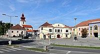 Groß-Enzersdorf - Hauptplatz.JPG