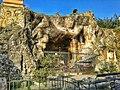 Grotta di fianco al santuario.jpg