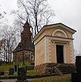 Halikon kirkko Klickowström-suvun hautakappeli ja kellotapuli 2.jpg
