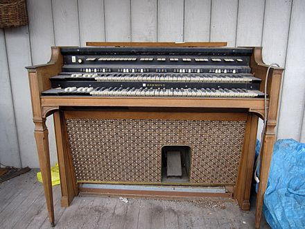 The H-100 was an unsuccessful attempt to replace the B-3 Hammond H-100 series.jpg