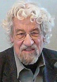Hans-Peter Dürr, 2007 (cropped).jpg
