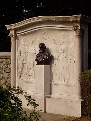 Longfellow House–Washington's Headquarters National Historic Site - Memorial by Daniel Chester French and Henry Bacon