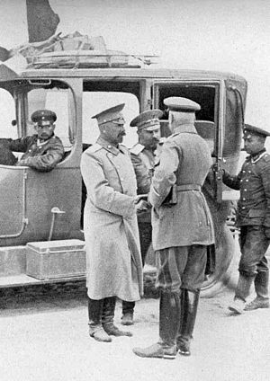 Hermann von François - In the aftermath of the Battle of Tannenberg, General von François (with his back to the camera) greets General Nikolai Klujev, commander of the Russian XIII Corps, who has been taken prisoner by Francois' troops.
