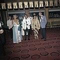 Het koninklijk paar op een galabijeenkomst met president Soekarno en zijn vrouw,, Bestanddeelnr 254-9069.jpg