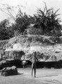 Hydda nära Punta Gorda. Pojken är hemma från skolan. Pearl Islands. Panama - SMVK - 004170.tif