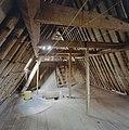 Interieur, overzicht zolder, kapconstructie (zwart-wit afgedrukt) - 20000524 - RCE.jpg