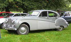 Jaguar Mark VIII in Hertfordshire.jpg