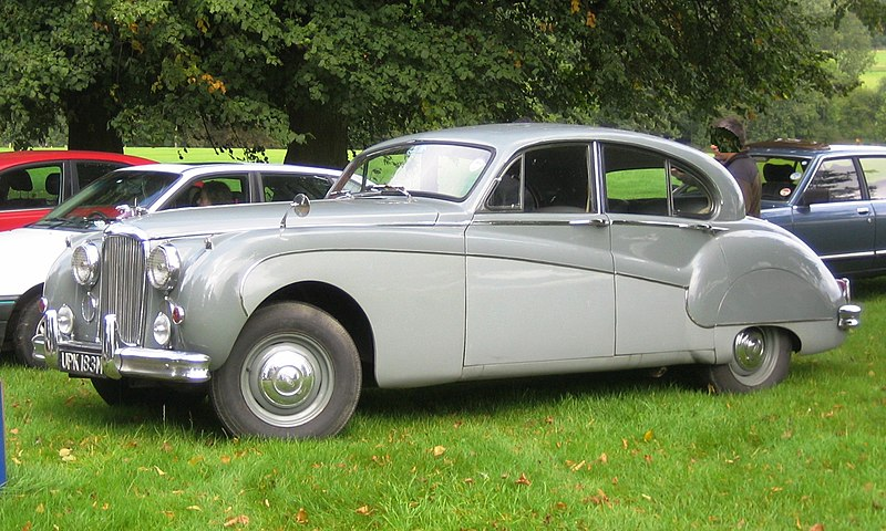 File:Jaguar Mark VIII in Hertfordshire.jpg