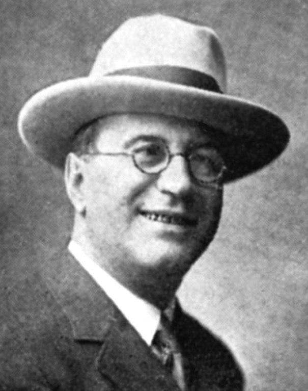 Javier Prado Rodríguez fotografía que aparece en la primera página de las obras del autor y que corresponde al año 1928