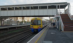 Kensington Olympia station MMB 04 378229.jpg