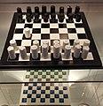 Keramisch schaakspel, ontwerp Piet Stockmans, geproduceerd door Mosa ca 1985 (collectie H v Buren, Maastrichts aardewerk, Centre Céramique, Maastricht).JPG