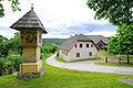Keutschach Leisbach 6 vulgo PRIBOS-Hube und Nischenbildstock im Zentrum 01062010 59.jpg