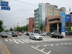 Korea-Gyeongju-Cityscape-Street and cars-01.jpg