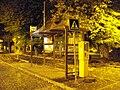 Kostelec nad Černými lesy, náměstí, autobusová zastávka, v noci.jpg