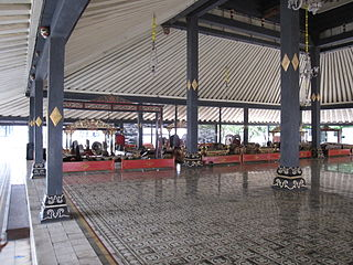 Large interior space with pillars