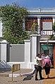 L'entrée de l'Ashram de Sri Aurobindo (Pondichéry, Inde) (14004221091).jpg
