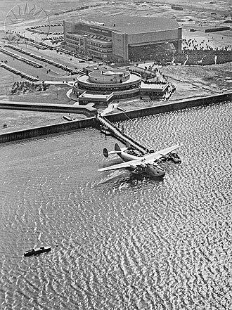 Marine Air Terminal - Image: LGA MAT 1940