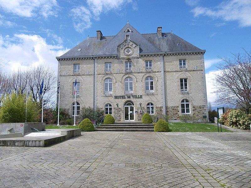 La mairie de montauban de bretagne