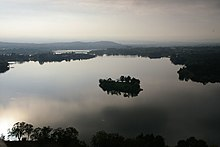 Lake Burley Griffin with island (437598484).jpg