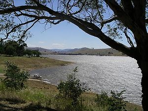 Lake hume near Tallangatta.jpg