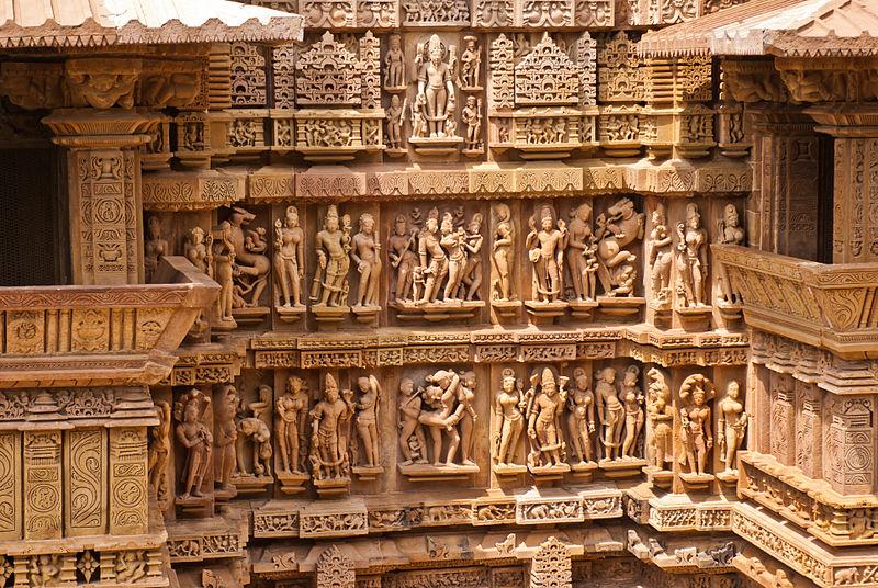 File:Lakshmana Temple 24.jpg