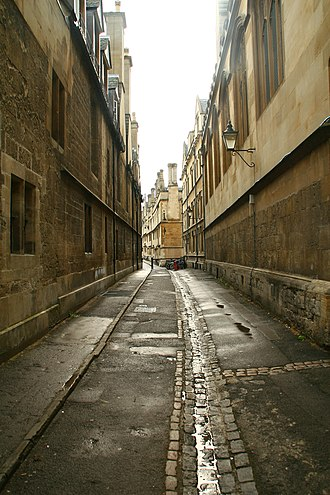 Brasenose Lane - Brasenose Lane from the western end. Exeter College is on the left and Brasenose College is on the right.