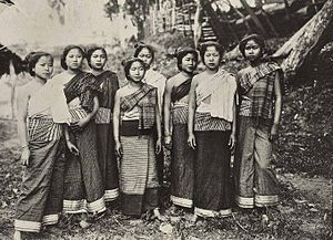 Culture of Laos - Lao women in traditional Luang Prabang sinh