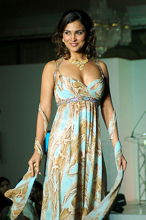 Lara Dutta - Lara Dutta walks the ramp, 2005