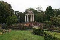 Le Temple de l'amour dans le parc Joliot-Curie.JPG