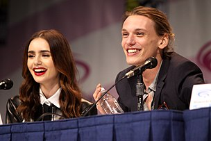 Lily Collins và Jamie Campbell Bower
